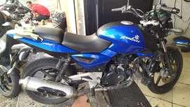 Se vende hermosa moto con todo al día para traspaso inmediato