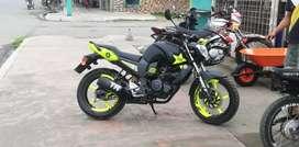 Una moto F z 16