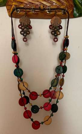 Juego de collar y aros artesanales hermosos!