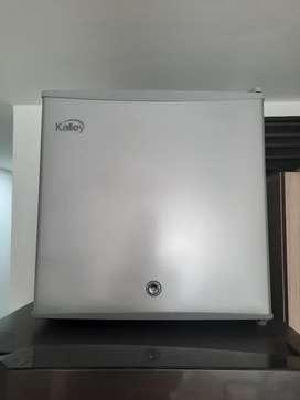 Minibar KALLEY Frost Una Puerta 45 Litros Brutos K-MB45G02 Gris