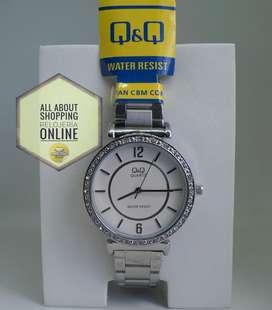 Reloj Análogo Q Q Vq44j001y Plata Blanco Dama