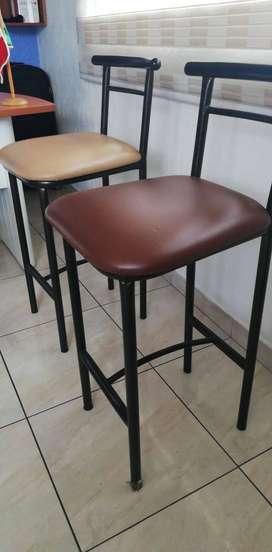 sillas tipo taburete cafe y beige