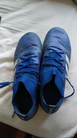 Botines Adidas nemeziz / fútbol