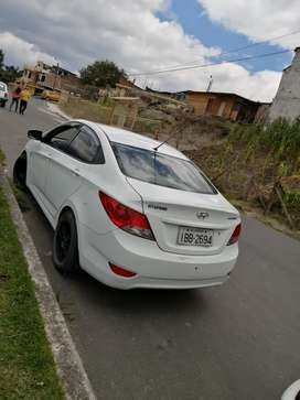 Se vende hermoso auto  año 2012