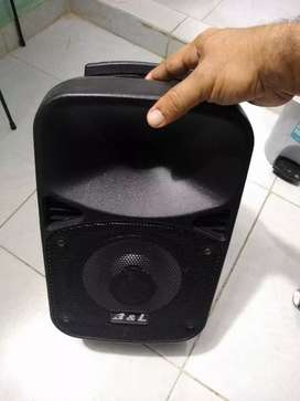 Cabina B&L calidad sonido 8 pulg recargables