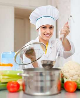 Se necesita una auxiliar de cocina