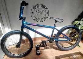 Bicicleta BMX Optimus Bunker Pro.