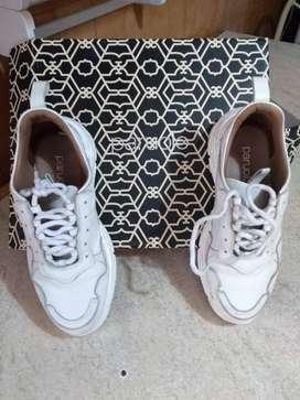 Zapatillas de cuero. Urbanas. Blancas Paruolo