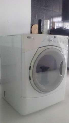 Secadora eléctrica Whirpool DUET SPORT funcionando BIENp