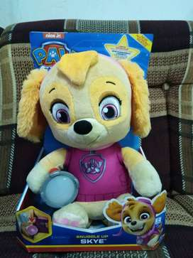 Paw Patrol peluches musicales Snuggle UP  CHASE - SKYE