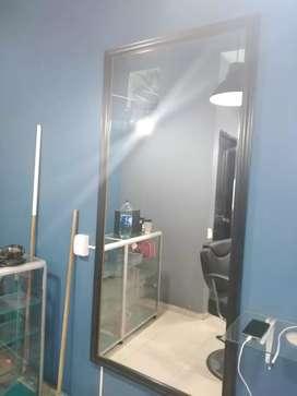 Silla y espejo para barberia/peluqueria