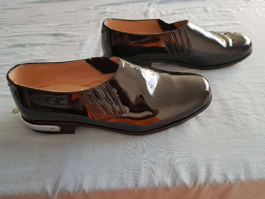 Vendo Zapatos Charol Resortado Espolines 0