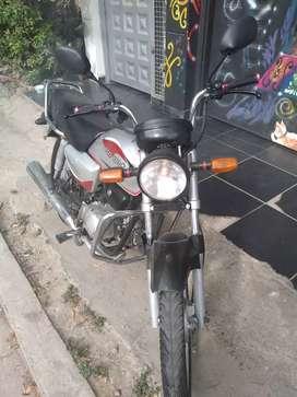 Vendo o cambio moto Honda 100 negociables