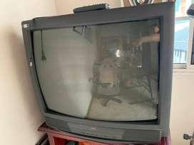 Televisor convencional JVC modelo AV 27820
