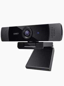 AUKEY camara web FHD 1080p para transmision en vivo, 30 FPS, 2MPx, autofocus, y dual microfono.