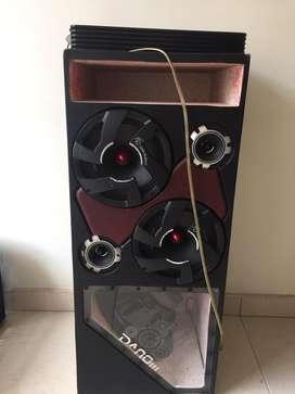 planta con caja de sonido