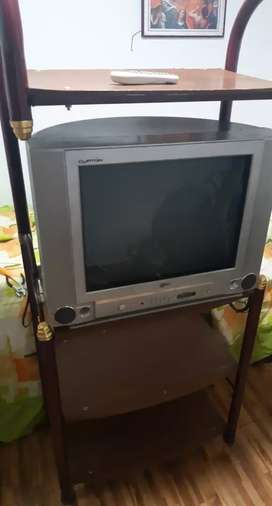 Tv LG 21 con mesa