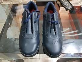 Se venden zapatos escolares nuevos