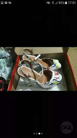 Zapatos nuevos N35