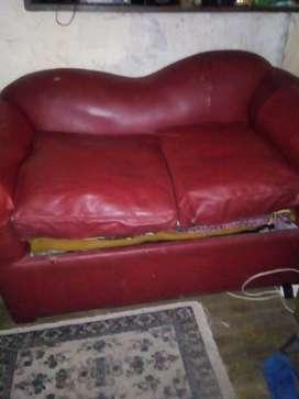 Vendo sillón cama de una plaza sin colchón con detalles en tapizado como ideal para ambientes chicostapizado