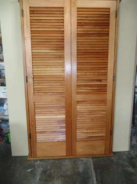 Vendo puerta postigon de 2.14 x 1,55 m con celosia