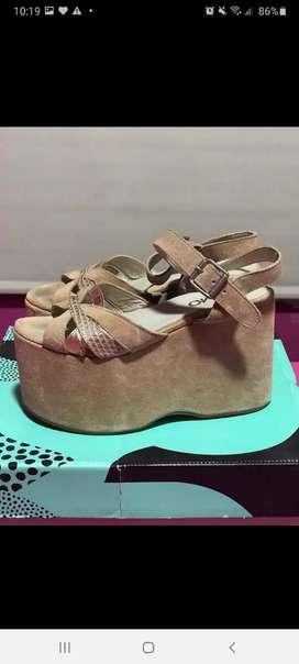 Zapato marca viamo.  1 uso