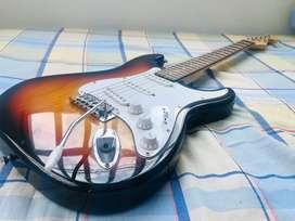 Hermosa guitarra electrica Mc-art, perfecto estado con amplificador
