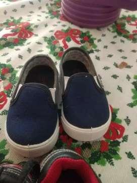 Vendo zapatilla y nautico azul talle 19