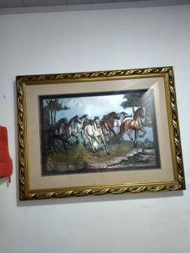 Cuadro de caballos libres en bronce con marco y vidrio