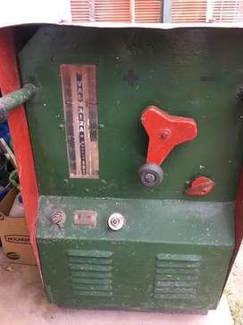 Maquina de Soldar marca Valmaira Industrial 275 Amp Trifasica