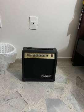Amplificador de guitarra Maxine MG-10