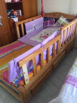 Vendo cama cuna para niña con colchon y lenceria
