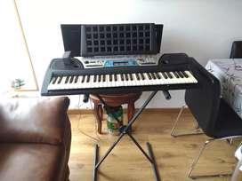 Vendo Organeta Yamaha PSR 170