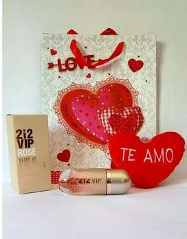 212 vip rosé Carolina Herrera X 100ml. + Peluche corazón con frase.