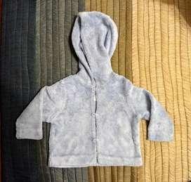 Buzo infantil con capucha. Bebés de 9 meses