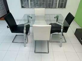 comedor de cuatro puestos en exelente estado color blanco con negro
