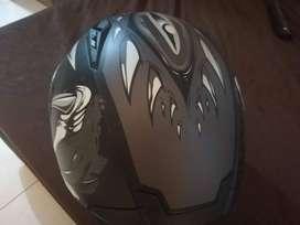 Se venden hermosos cascos como nuevos para Dama y Hombre