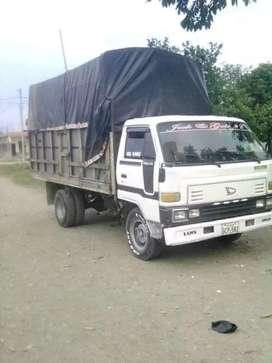 vendo un camión marca Toyota en 5500 negociable con matrícula al día