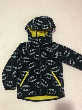 Chaqueta marca H&M Batman talla 3-4 años
