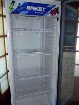 Vendo heladera exhibidora marca briket