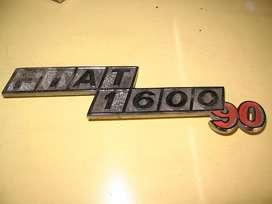 INSIGNIA TRASERA ORIGINAL FIAT 1600 90HP