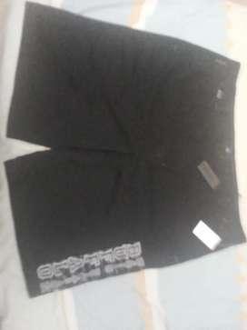 Vendo bermuda nueva marca BUFFALO de David Bittion.talla 40.color negro