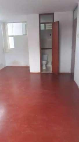 Habitacion con baño y cochera moto lineal
