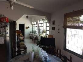 Vendo casa en Salta Capital. 3 dormitorios, 2 baños, estudio, living comedor, cocina, fondo, asador.