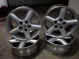 """Rines  16"""" originales de Nissan"""