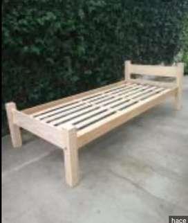 Cama de una plaza de pino en buen estado con o sin  colchon