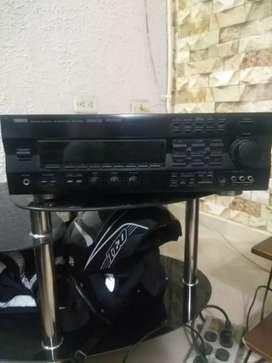 Amplificador Yamaha modelo RXV692 con subwoofer marca JAMO (Home cinema)