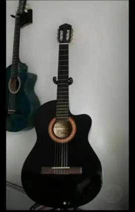 Vendo guitarra electroacústica y incluye estuche semiduro