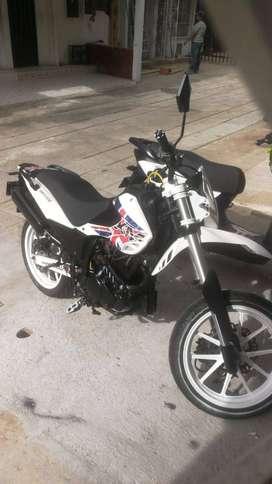 SE VENDE MOTO XM180