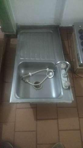 Lavaplatos en aluminio inoxidable, estufa  y horno de segunda